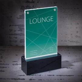 Tischaufsteller gerade für beidseitige Präsentation A6 glasklar Acryl LED-Licht schwarzer Sockel Sigel TA423 Produktbild