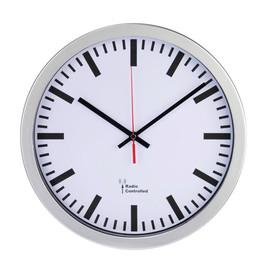 Funkwanduhr inkl. Batterie Bahnhof Ziffernblatt weiß, Gehäuse silber Kunststoff/Glas Hama 00136244 Produktbild